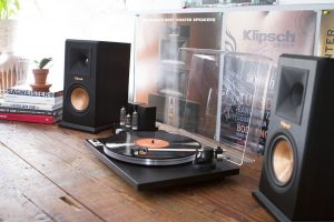 How to connect a turntable to a receiver — easy-to-use manual