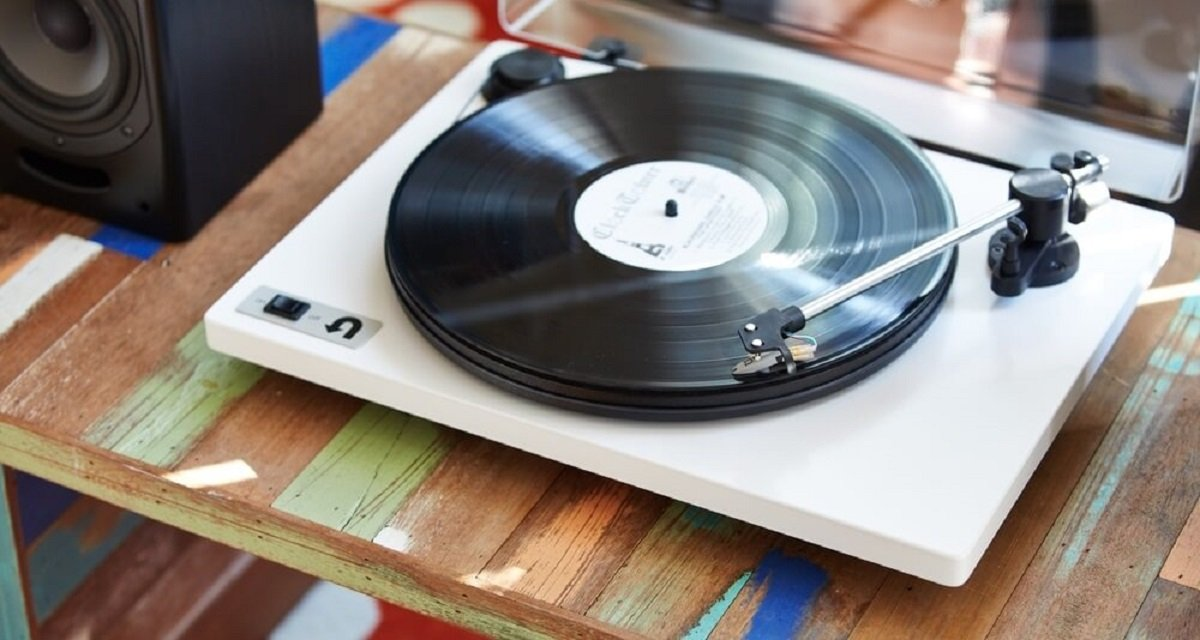 Turntables with Built-In Preamp in Few Words
