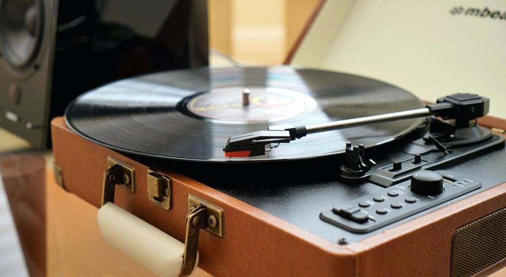 What to Look for When You Choose Speakers for a Turntable?